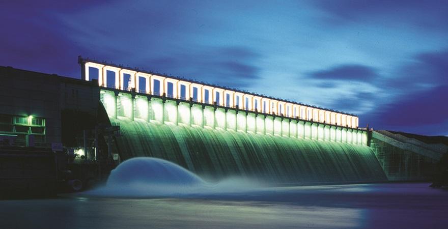 Hume Dam at dusk.