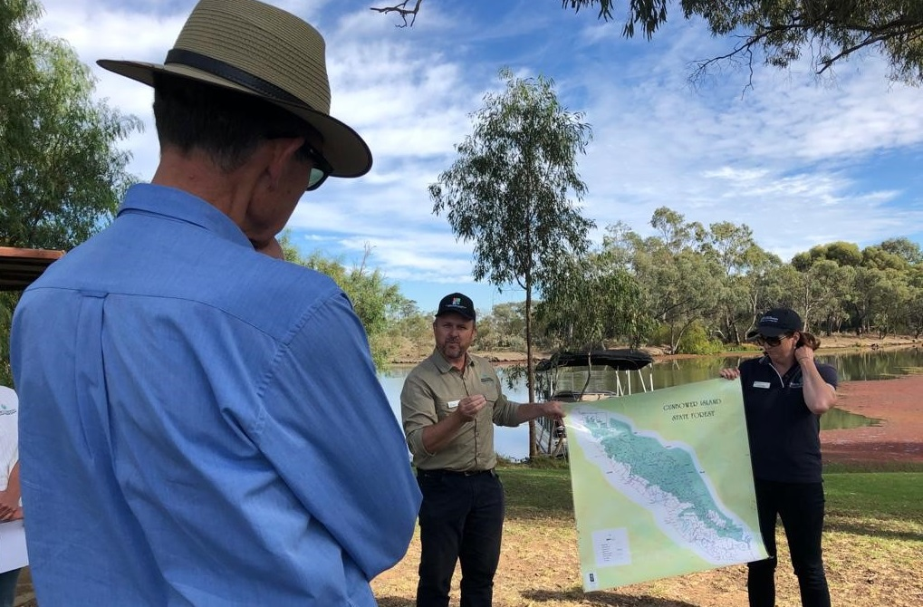 MDBA Chair Sir Angus receives a briefing about diverse uses and value of water in Gunbower Creek area from North Central CMA