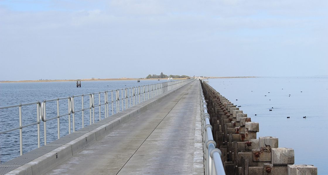 Tauwitchere barrage - The Coorong Photo: Scotte Wedderburn
